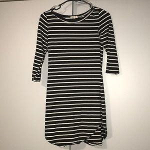 Dresses & Skirts - CUTE DRESS!!!